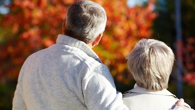 Symbolbild: Verliebtes Paar im Seniorenalter.