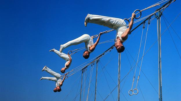 Am 62. Eidgenössischen Turnfest 1967 in Bern zeigen Turnbegeisterte aus der ganzen Schweiz, was sie zuvor in ihren Sektionen einstudiert haben.
