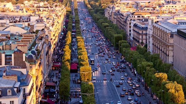 Emmis grosser Traum ist es den Champs-Élysées entlang zu flanieren.