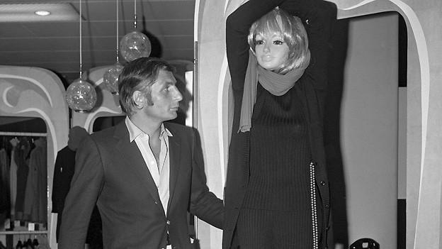 Gunter Sachs bei der Eröffnung seiner Boutique Micmac am 12. September 1968 in Zürich.