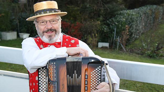 Gilbert Kolly: Alphornbläser, Alleinunterhalter und Komponist.