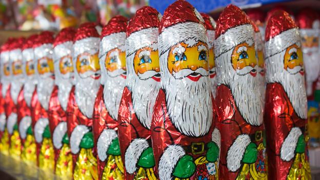 Die Kinder wünschen sich vom Nikolaus viel Schokolade.