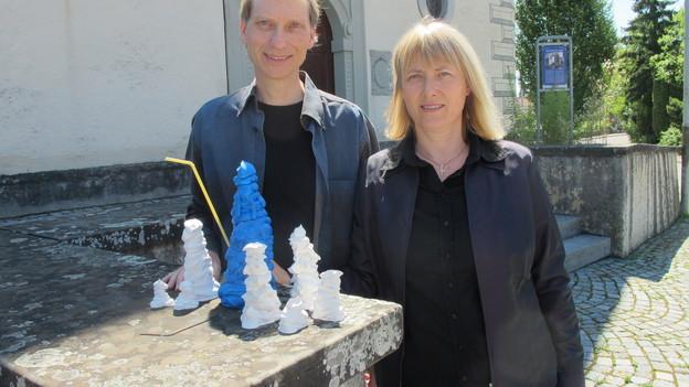 Das Künstlerpaar zeigt ein paar Exemplare ihrer Kunstobjekte namens «Visitors».