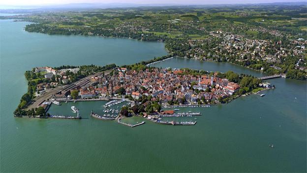 Luftaufnahme von Lindau im und am Bodensee.