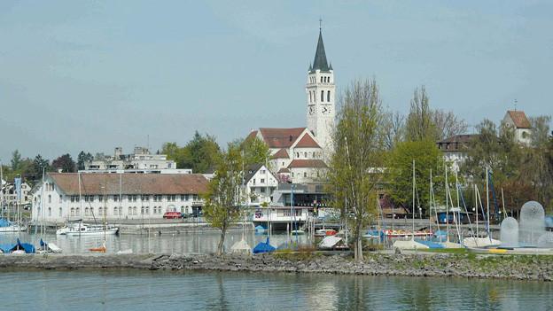 Hafen von Romanshorn von See aus gesehen.