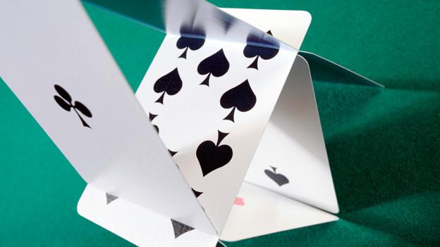 Falsche Spekulationen bringen ein Kartenhaus möglicherweise zum Einsturz.