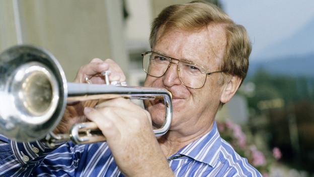 Hazy Osterwald mit Trompete.