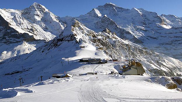 Ausblick auf den Männlichen mit Skilifstation.