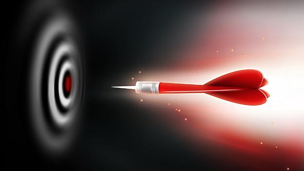Ein roter Pfeil fliegt Richtung Dartscheibe.