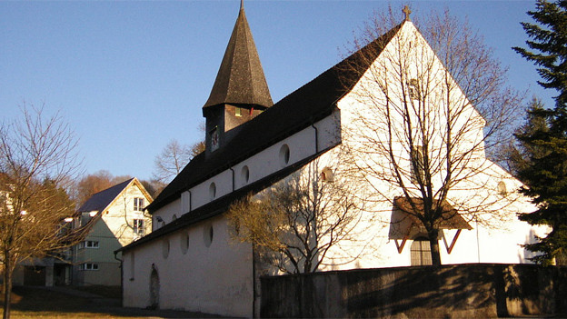 Die Kirche an einem Sonnentag.