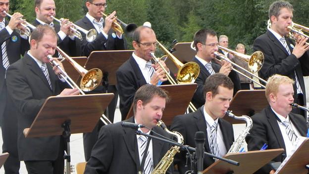 Swingband mit ihren Instrumenten.§