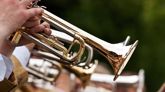 Trompete wird geblasen.