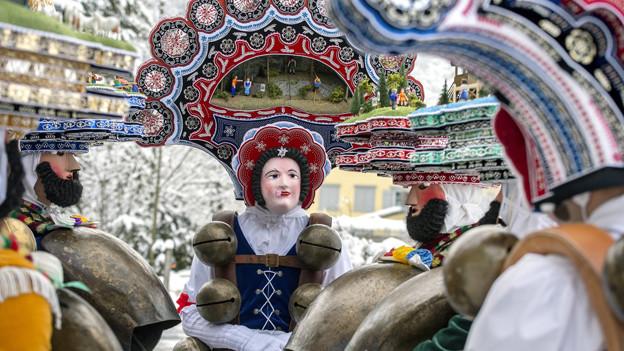 «Schöne» Silvesterkläuse am traditionellen Silvesterchlausen bei Urnäsch.