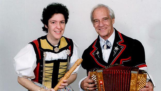 Pollyanna Zybach mit Altflöte und Fredy Pulver mit Akkordeon.