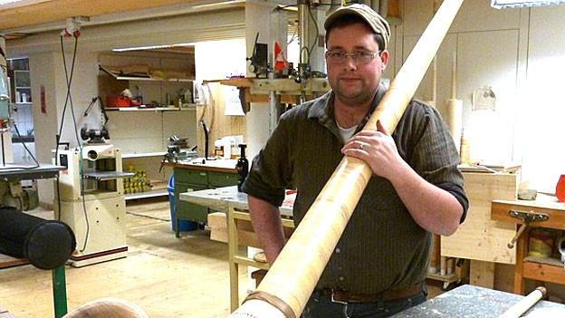 Tschiemer in seiner Werkstatt.