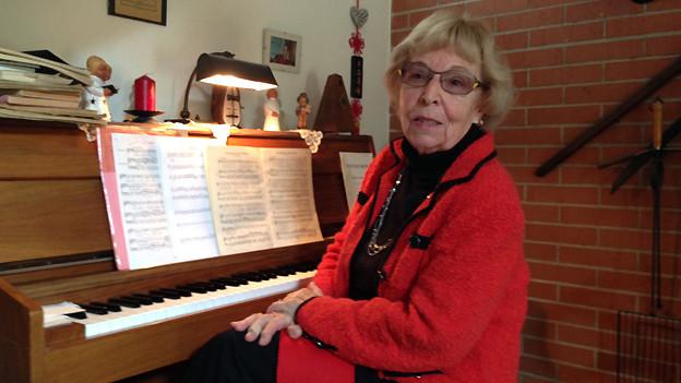 Felicitas Trottmann am Klavier.
