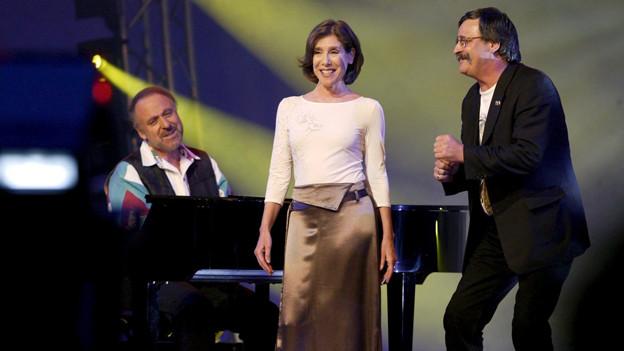 Sue Schell und Marc Dietrich werden am Klavier von Peter Reber begleitet.