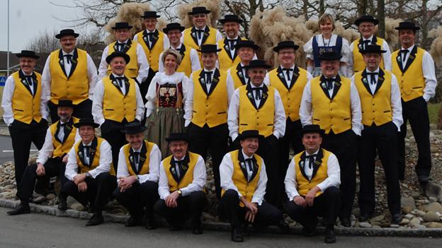 Gruppenbild der Jodlerfründe in gelb-weissem Trachtengewand.
