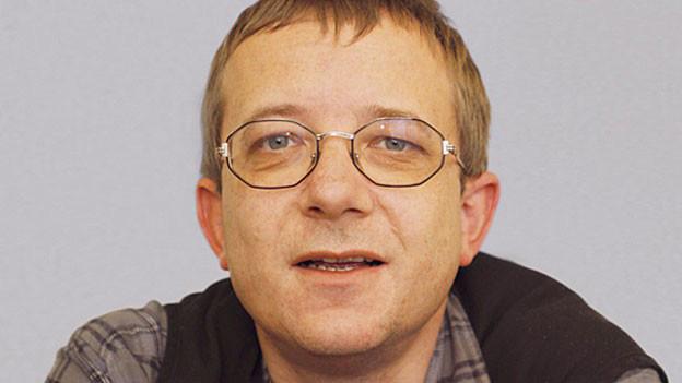 Ruedi Hertach mit Brille.