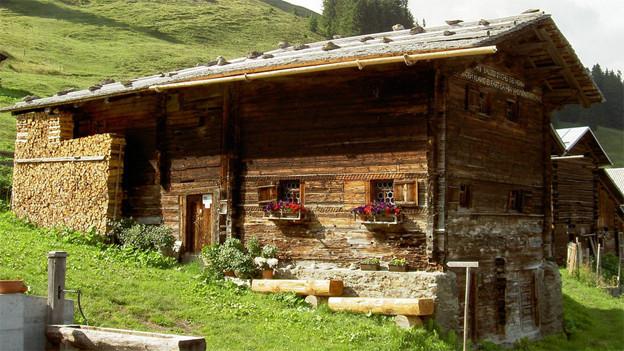 Holzhaus in den Bergen.