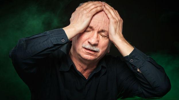 Schwindel, Übelkeit und Bewusstseinsstörungen sind Anzeichen für eine Gehirnerschütterung.