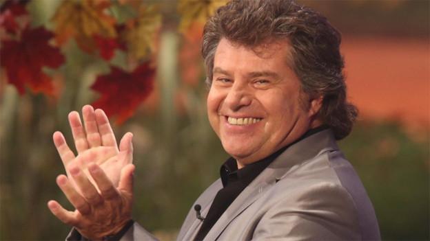 Ein herzhaft lachender Andy Borg während der Sendung.
