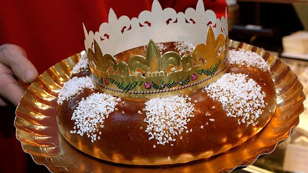 Die Krone liegt auf dem Kuchen für den künftigen «König» bereit.