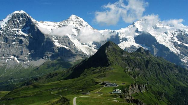 Eiger (3970 m ü. M.), Mönch (4107 m ü. M.) und Jungfrau (4158 m ü. M.).