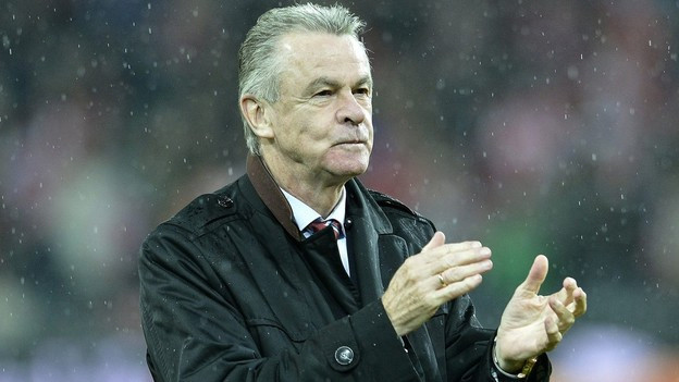 Ottmar Hitzfeld ist seit 2008 Trainer der Schweizer Fussball-Nationalmannschaft. Er steht unmittelbar vor seiner 2. WM-Teilnahme, die gleichbedeutend mit seinem Karriereende ist.