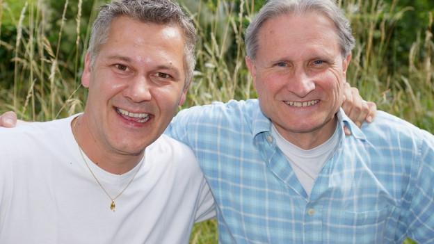 Philipp Mettler und Beat Tschümperlin im Garten des SRF Radiostudios.