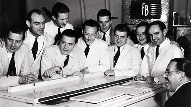 Fred Boehler und Orchester am Flügel