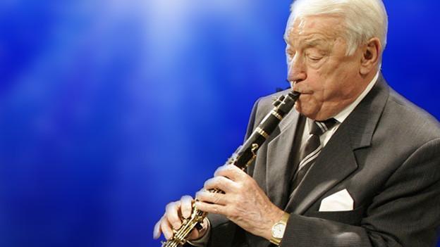 Hugo Strasser spielt Klarinette