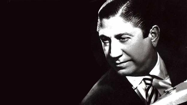Fotocollage in schwarz-weiss mit dem Porträt des Akkordeonisten.