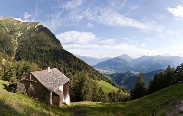 Panoramabild über die Guscha und das Churer Rheintal hiweg.
