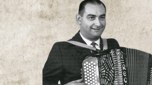 Hugo Bigi mit Akkordeon.