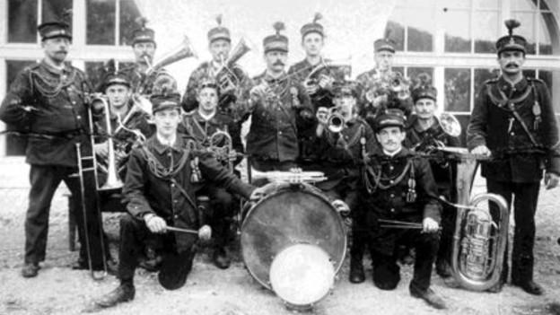 1915 hatte es die Blasmusik schwer in der SMG (im Bild eine Aufnahme der MG Ehrendingen von 1915)