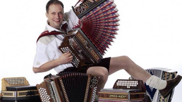 Allenspach mit Schwyzerörgeli, Akkordeon und Harmonika.