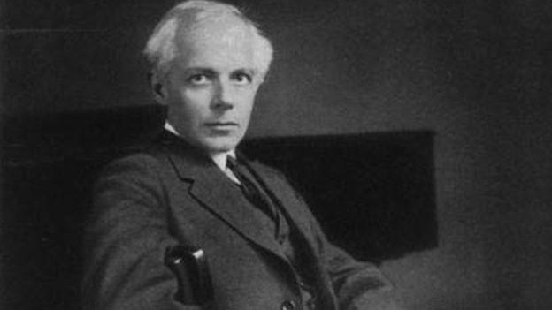 Originalfoto von Bela Bartok in Anzug auf Sessel.