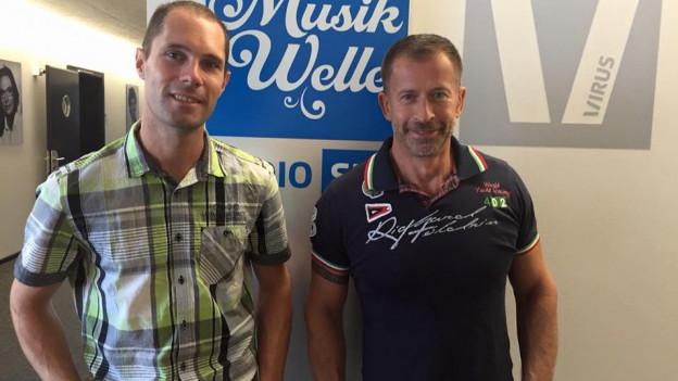 Florian Lackinger gemeinsam mit Leonard in den Räumlichkeiten der SRF Musikwelle.