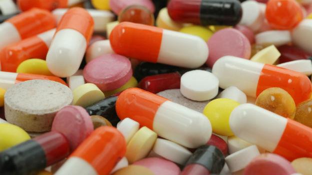 Verschiedene Tabletten in verschiedenen Farben und Formen