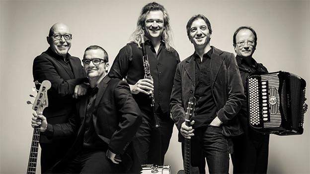 Gruppenbild mit den fünf Musikern.