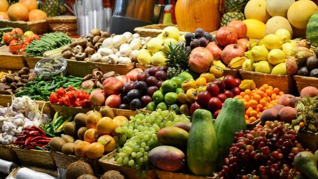 Früchtestand am Markt.