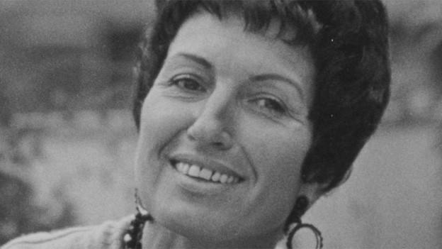 Schwarz-Weiss Fotografie mit einem Porträt von Susanne Enz.