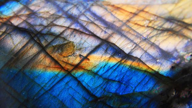 Mineralischer Hintergrund in Blautönen.