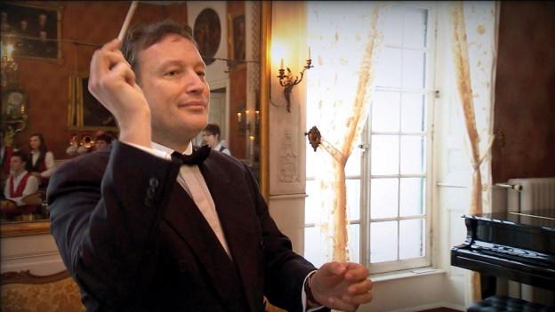 Dirigent in noblem Ballsaal.