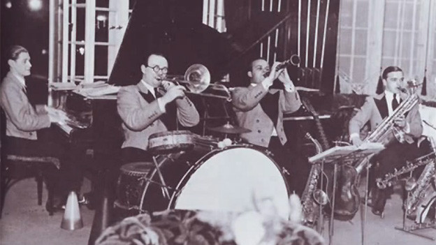 Vier Musiker eines Tanzorchesters.