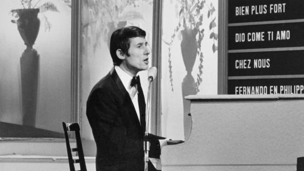 Udo Jürgens bei seinem Gewinnervortrag mit «Merci Cheri» 1966.