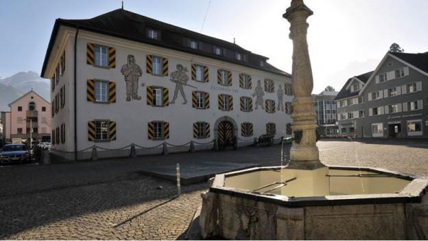 Ansicht Haus der Volksmusik vom Dorfplatz aus gesehen.