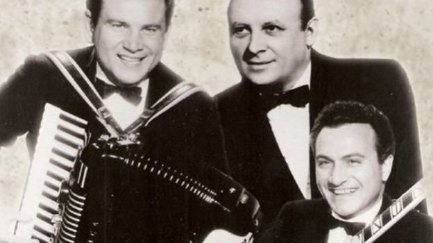 Drei Musiker im Frack.