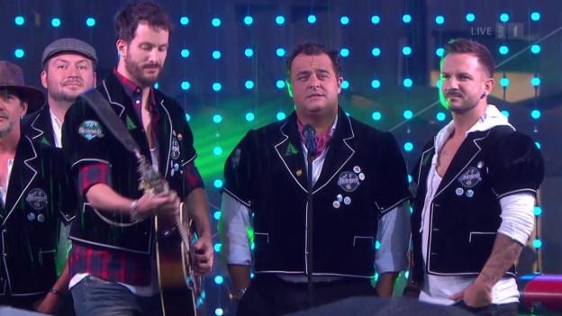Gruppe Sänger während Aufzeichnunge von «Donnschtig Jass».